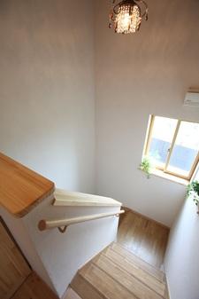 白い塗壁で、清潔感のある心地良い家。