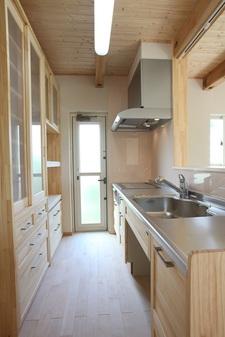 使い勝手の良いオリジナル収納家具の家。
