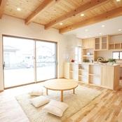 カバザクラの床と造作キッチン