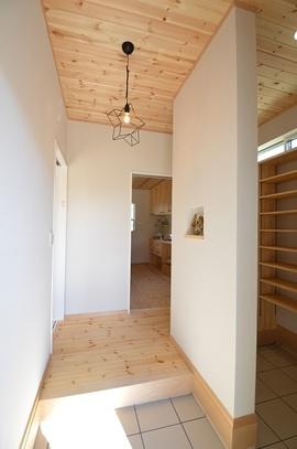 本棚と、造作収納のイエ