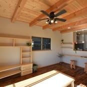 4 LDK+小屋裏/男前塗り壁ブラックな家