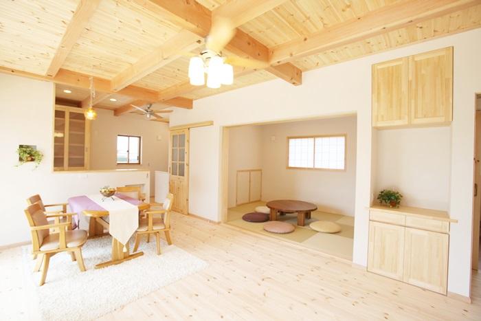 素材もカラーも明るくて優しい家