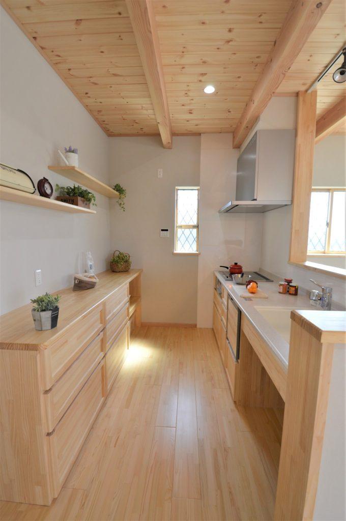 造作キッチン 対面式と造作家電収納