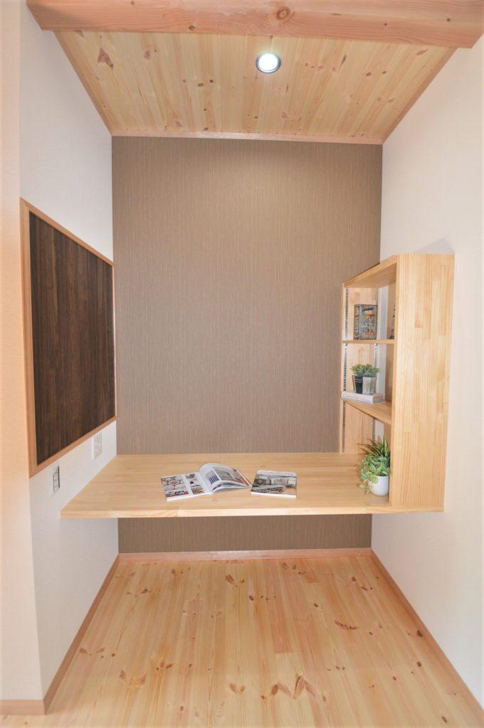 造作リモートデスクと整理棚