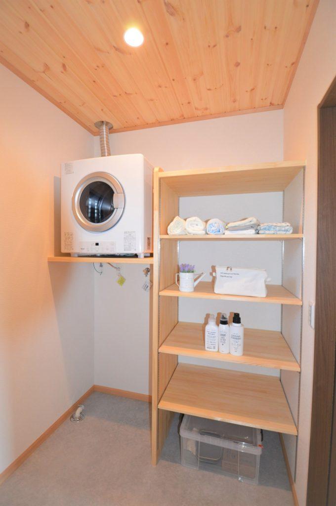 造作ガス乾燥機架台と脱衣棚